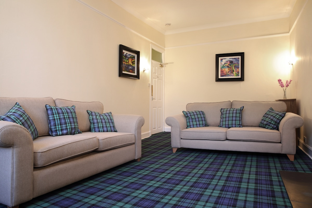 2 Bedroom apartment on Royal Mile