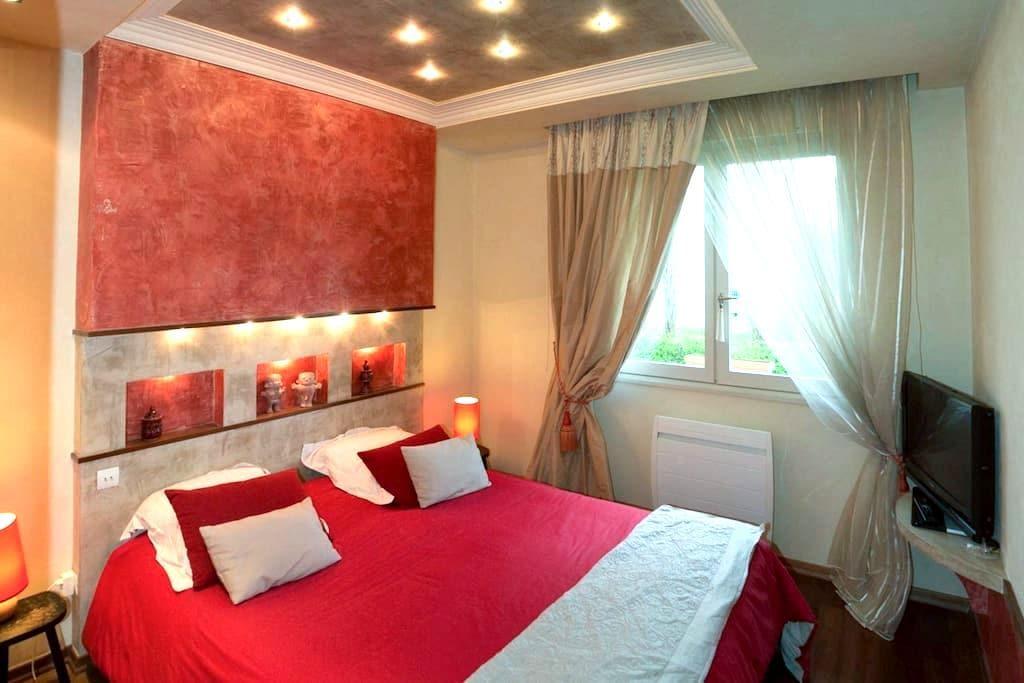 Belle chambre double avec salle de bain privative - Champagne-au-Mont-d'Or - 단독주택