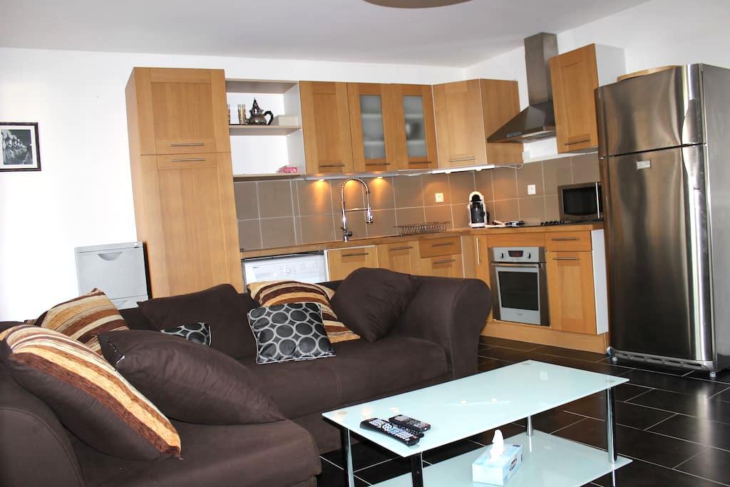 Appartement avec terrasse - Thomery - Byt