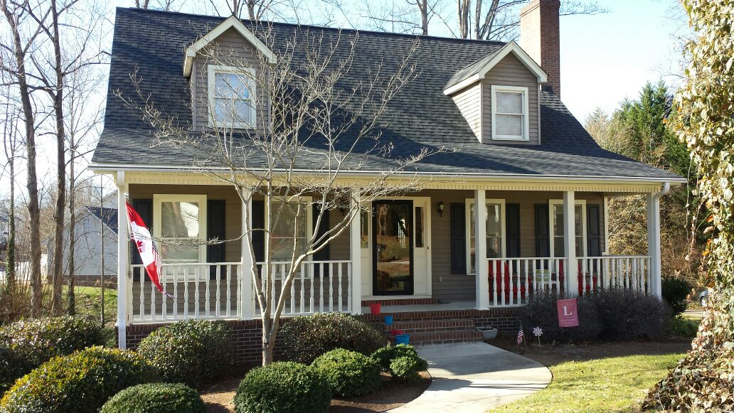 Charming Colonial 4bd in Greenville
