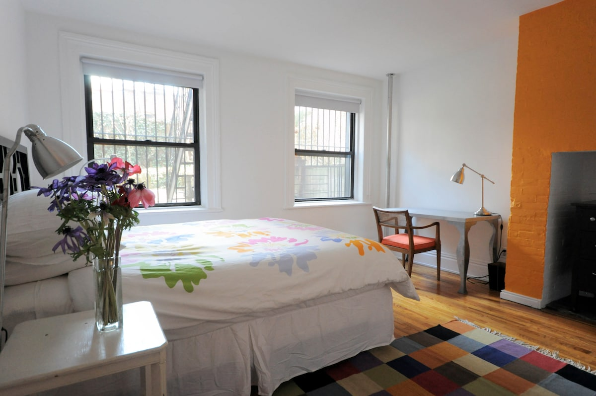 this room is like a retreat, welcoming you after a long day in the city