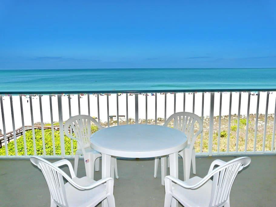Beachfront gem of a condo w/ spellbinding views - 馬可島
