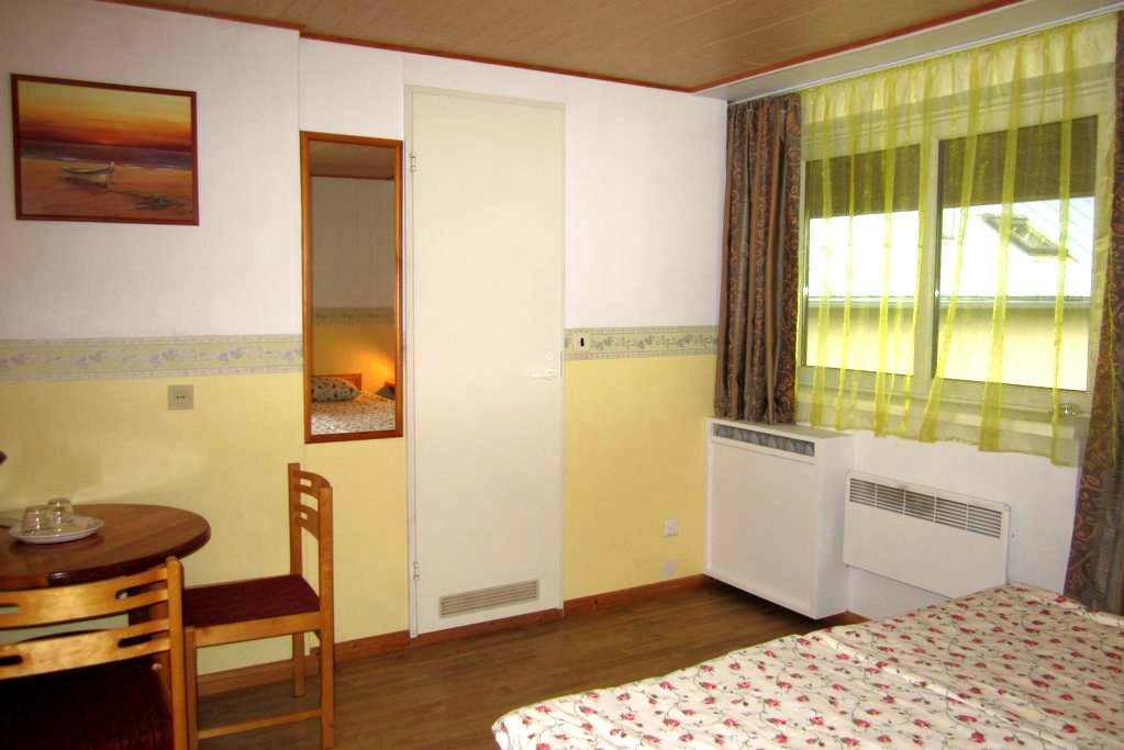 Twin/Dbl Room with Balcony Nr.4 - Kuressaare - Oda + Kahvaltı