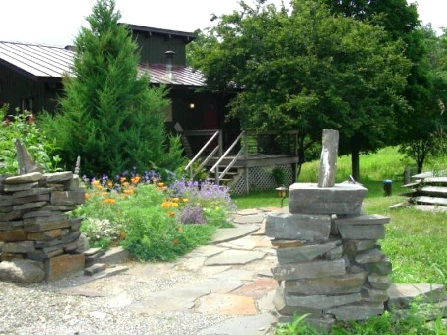 The MoonShine Inn Vacation Rental - West Windsor - House