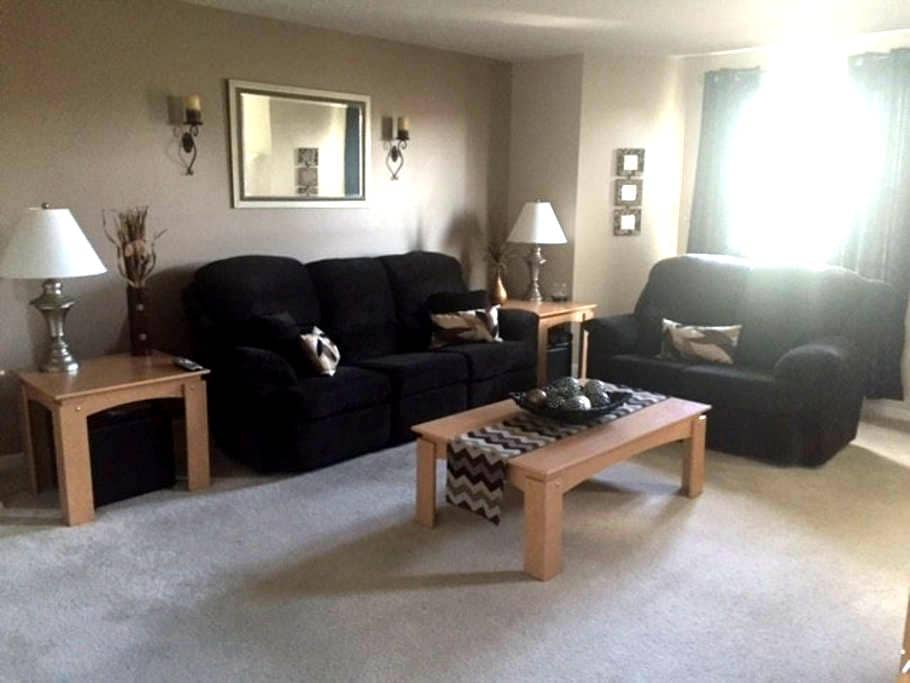 Furnished private bed/bath in townhome - Harrisburg - Řadový dům
