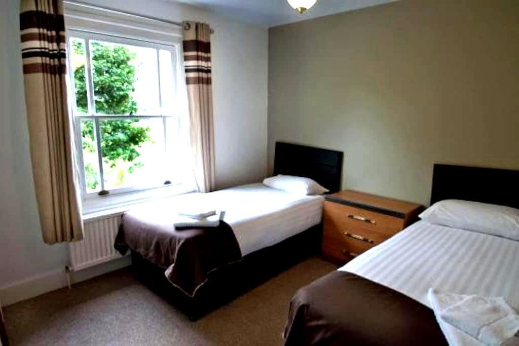 Double room - Duxford, Cambridge, M11 junction 10 - Duxford - Casa de hóspedes