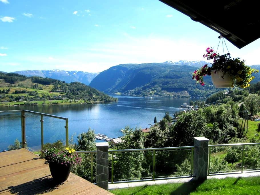 A rare spot in Norway with fjord view supreme - Ulvik - Casa