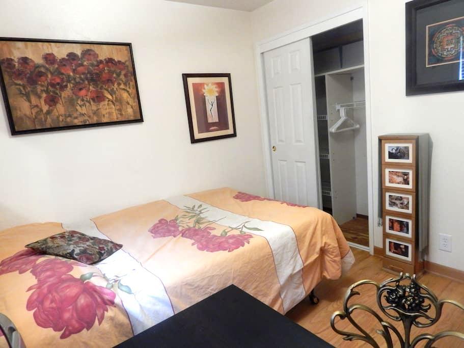 Davis garden house - south room - Davis - Дом