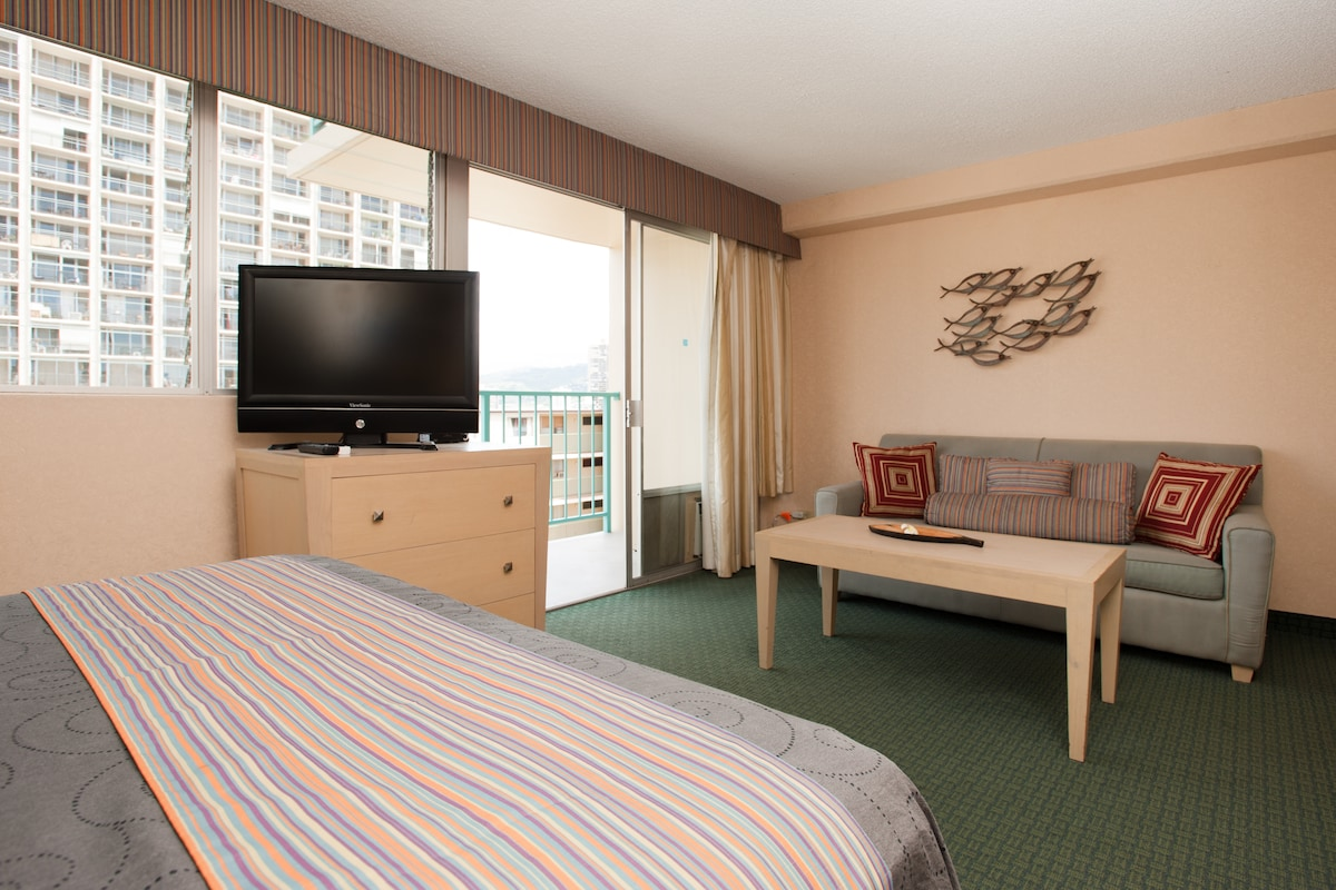 CHEAPEST CONDO IN THIS HOTEL☆   Apartments For Rent In Honolulu, Hawaii,  United States