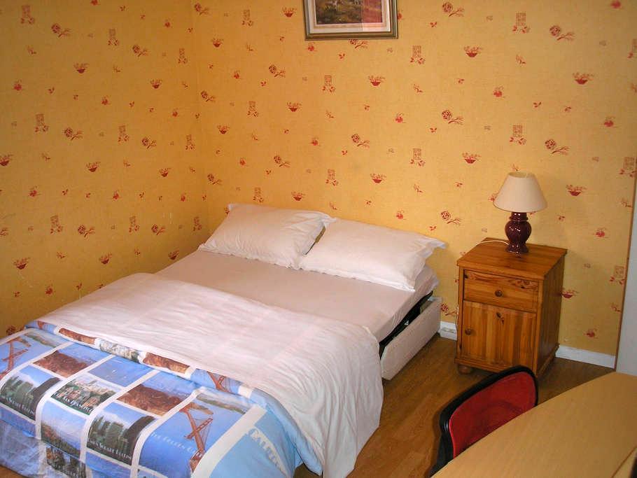 Grande chambre avec Bureau et salle de bain privée - Chanteloup-les-Vignes - Casa