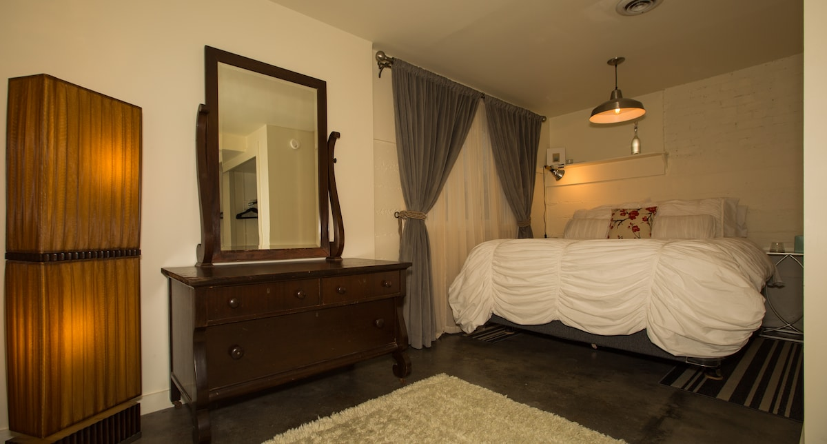 L shaped bedroom. Big closet with lots of hanging space. The bed nest is snug like a hug. That's why I call it a bed nest.