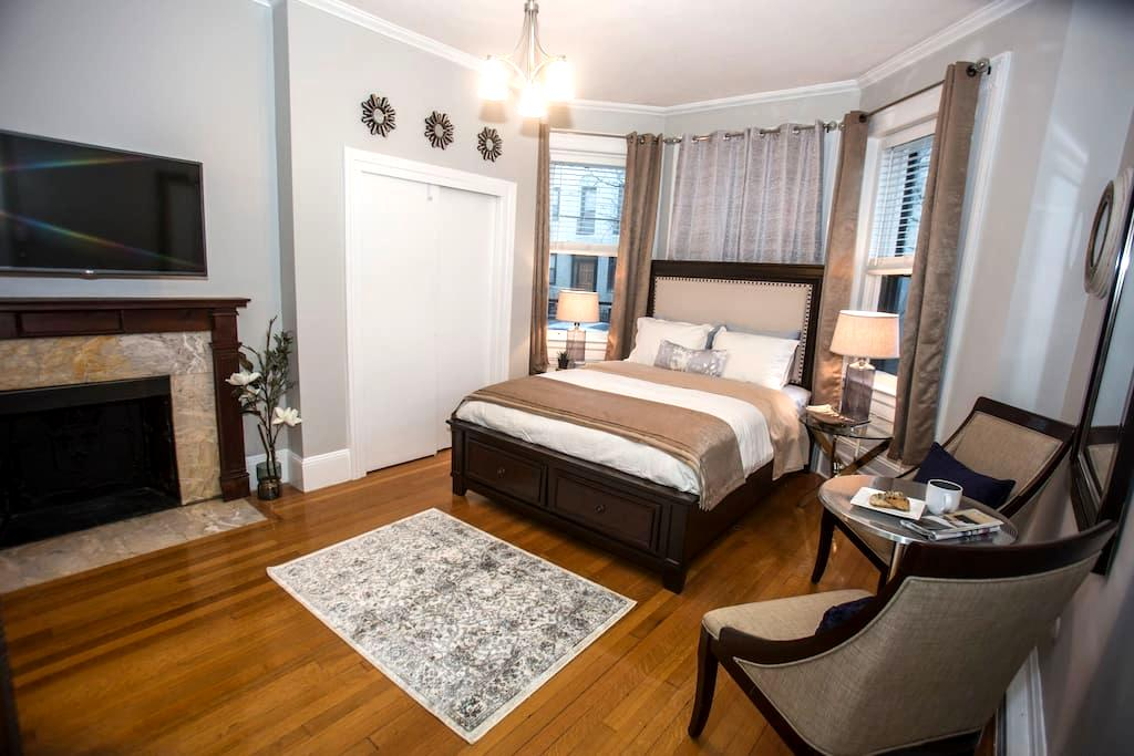 High End Designer In Great Location - Boston - Apartment