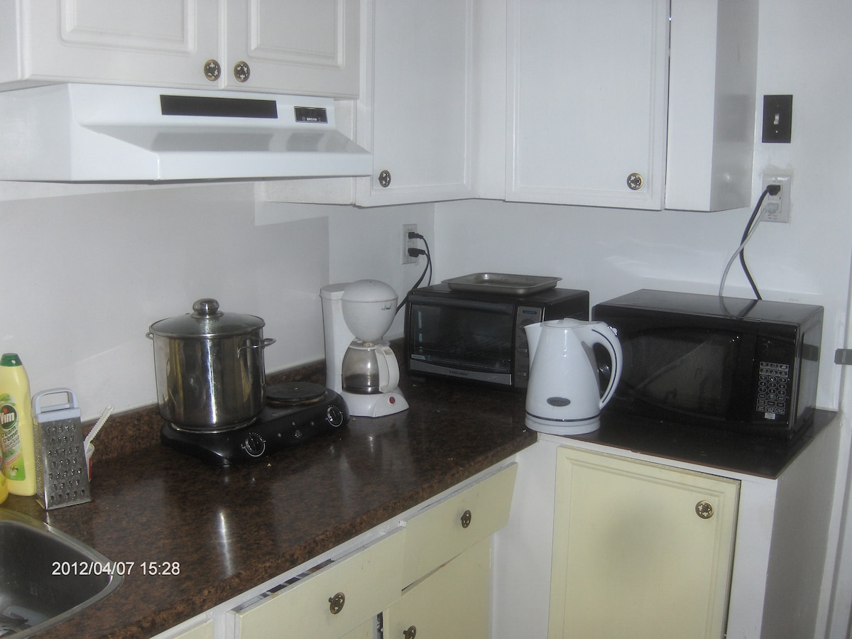 Shared kitchen (microwave, grill, cooking stove, coffee maker, bread toaster, rice cooker)