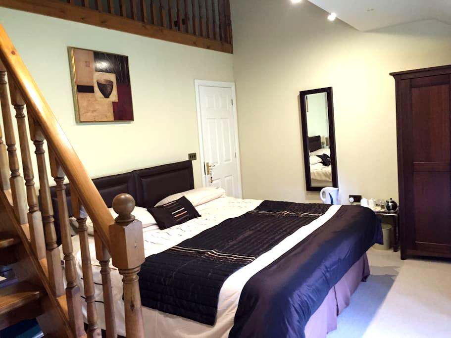 The Hollies, Large Family Room - Penrith - Bed & Breakfast
