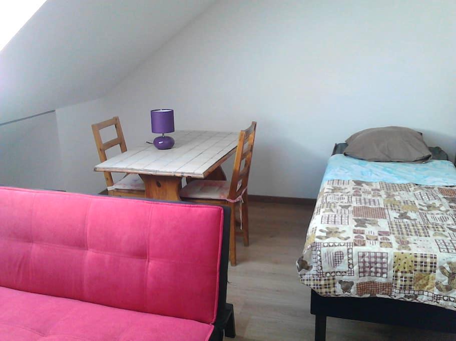 Grande chambre meublée neuve très confortable - Trouy