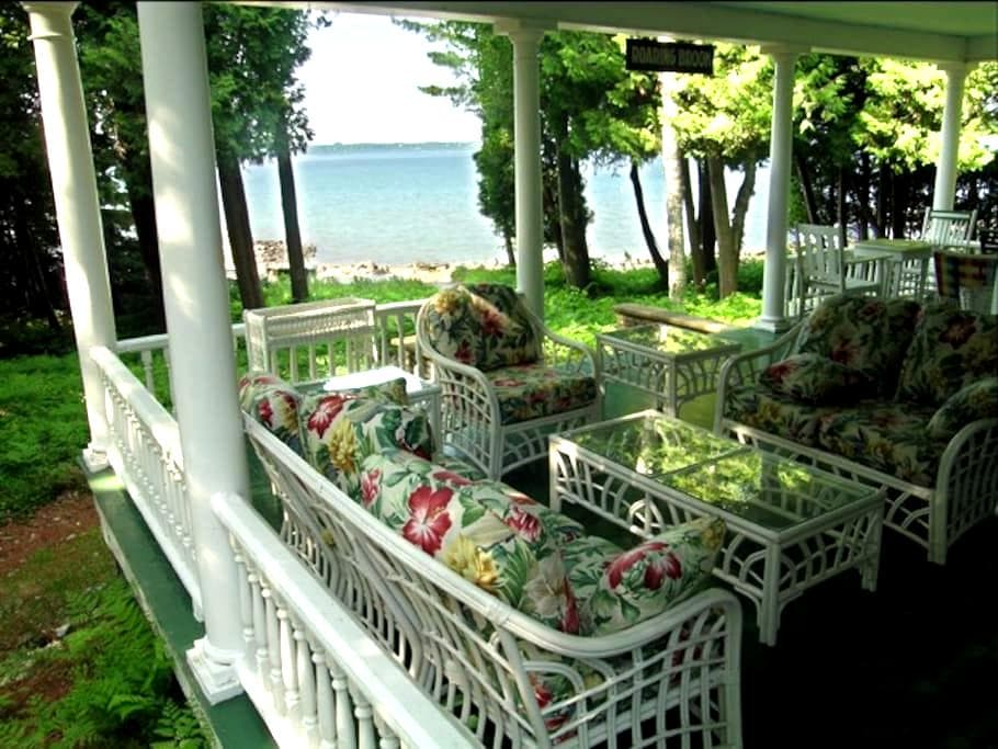 NW Private Beach in Historic Home. NORTH facing rm - Harbor Springs - House