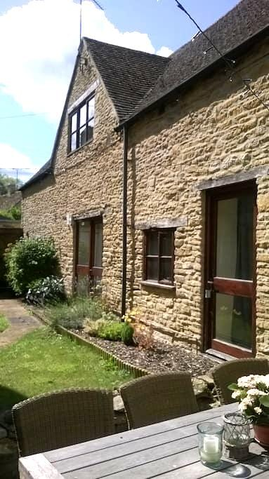 Spacious 1 Bedroom Cotswold Cottage - South Cerney - Huis