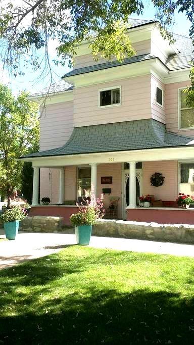 Victorian home on Santa Fe Trail - Raton - Bed & Breakfast