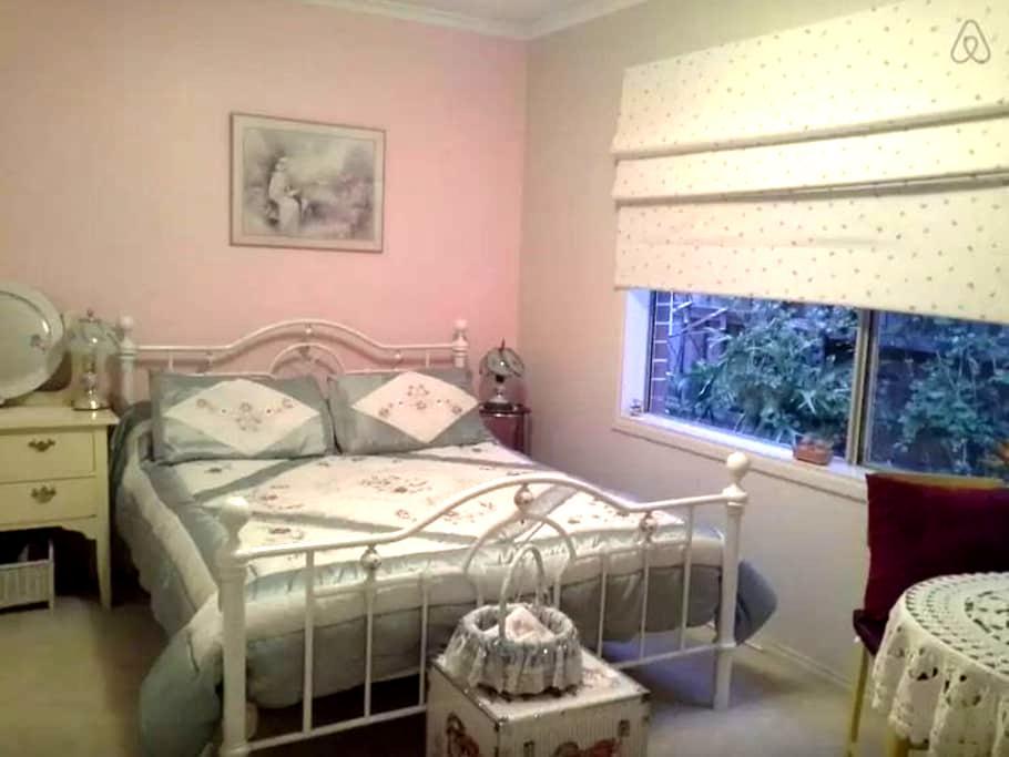 Queen  Bed.plus 2 more rooms Q beds - Yarra Glen