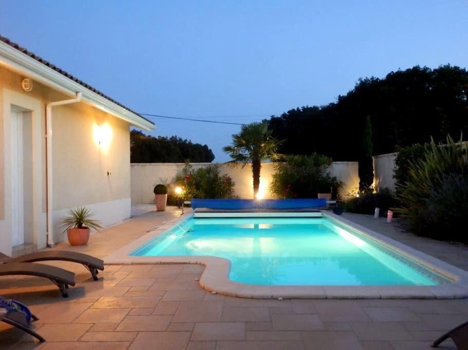 Chambre au calme avec salle de bains privée - Pont-du-Casse - House