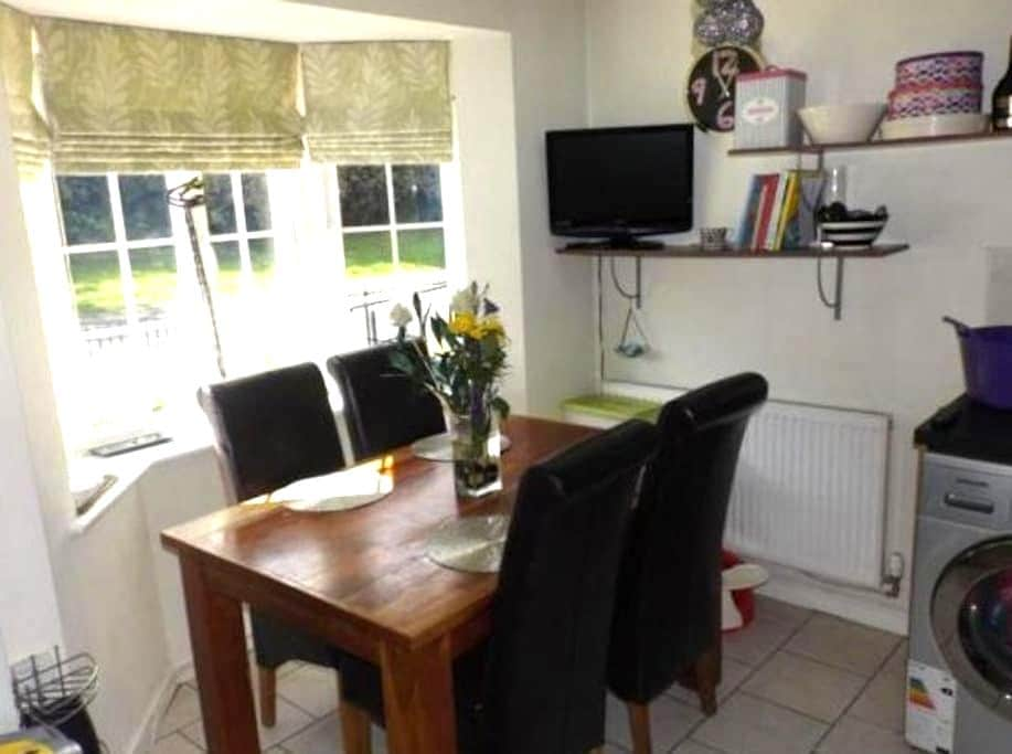 lovely Double room near mancheter city - Manchester - Casa