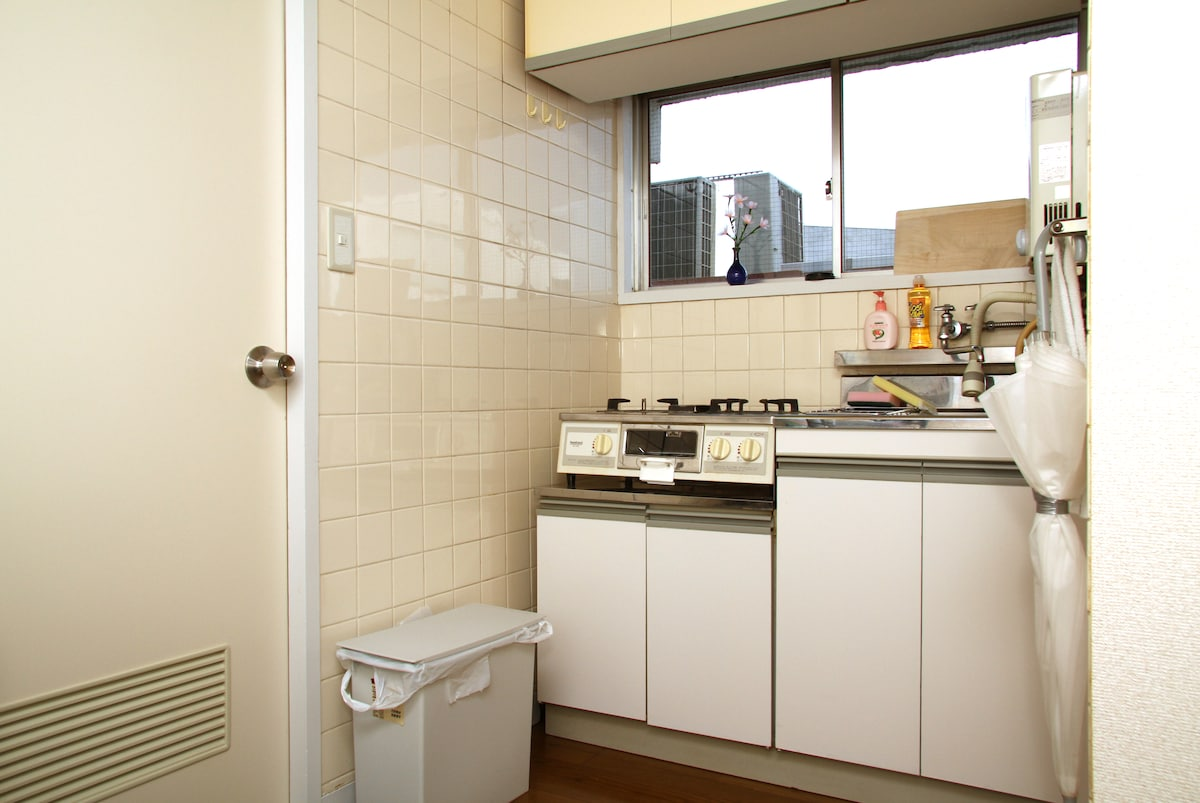 Kitchenette with gas (website hidden) utensils are provided