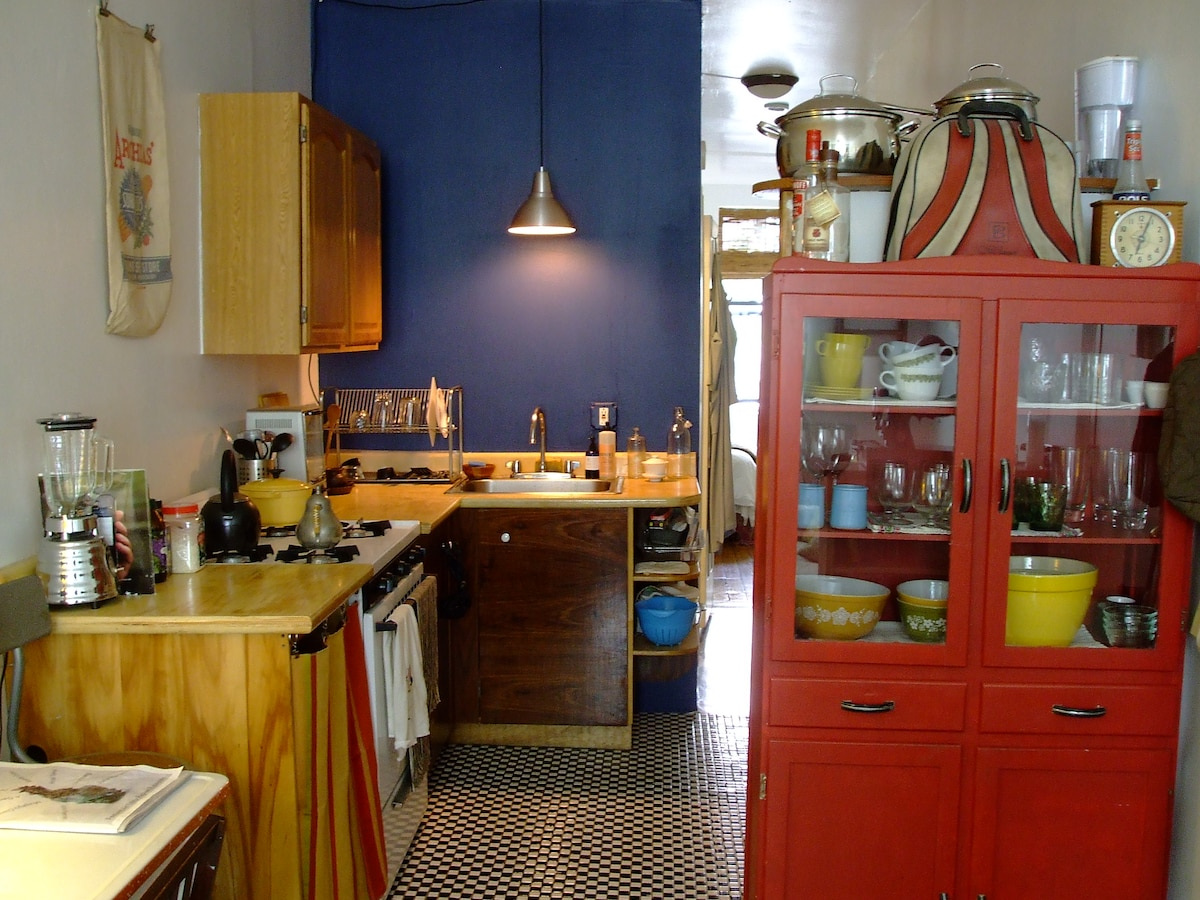 More detail of kitchen...