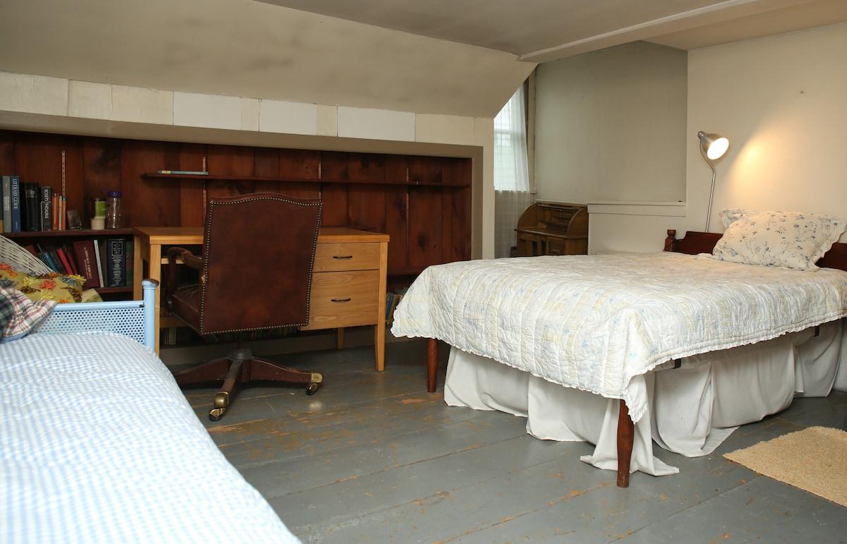 New England Village - Triple Room