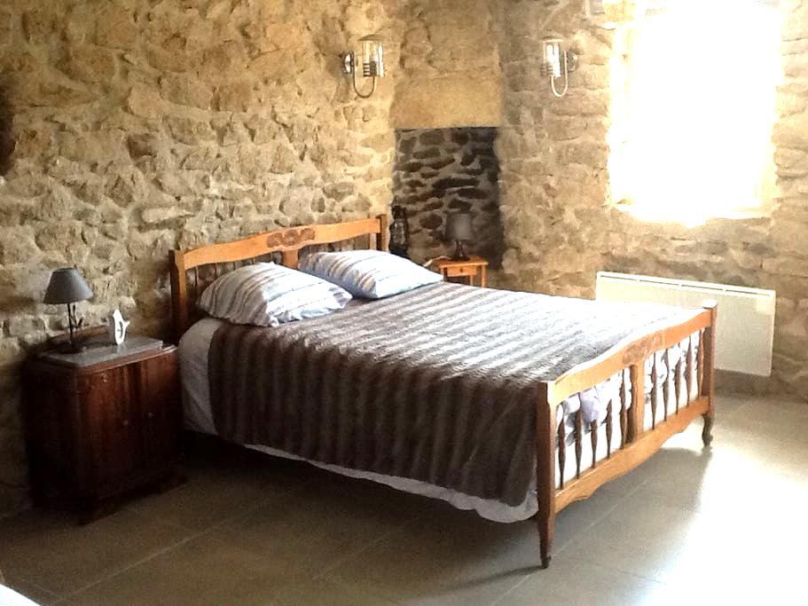 Belle chambre pierres apparentes - Ouessant - Maison