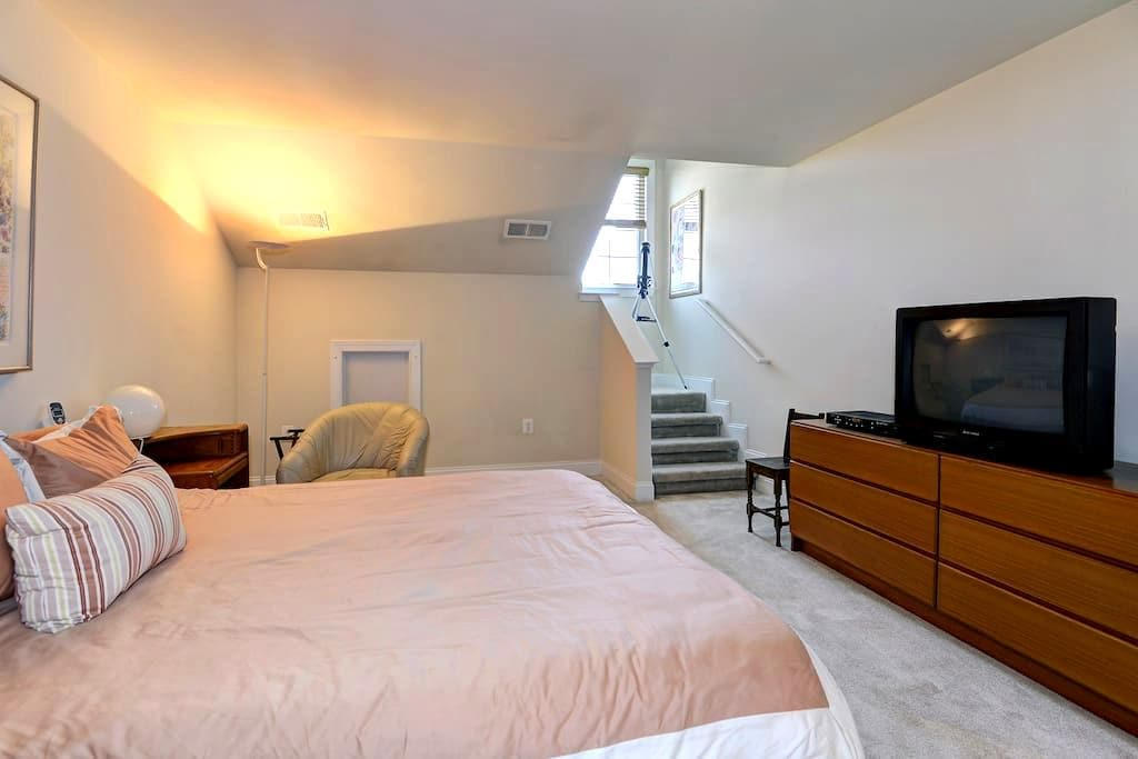 Private Room in Gated Community - Haymarket - Ev
