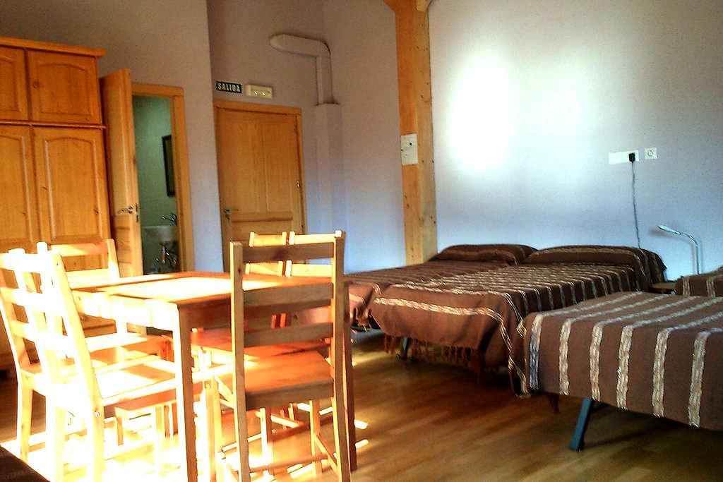 Habitación para familias, con derecho a cocina - Ilzarbe