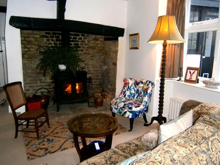 Cosy 16th century cottage in the heart of Sandwich - Sandwich - Casa