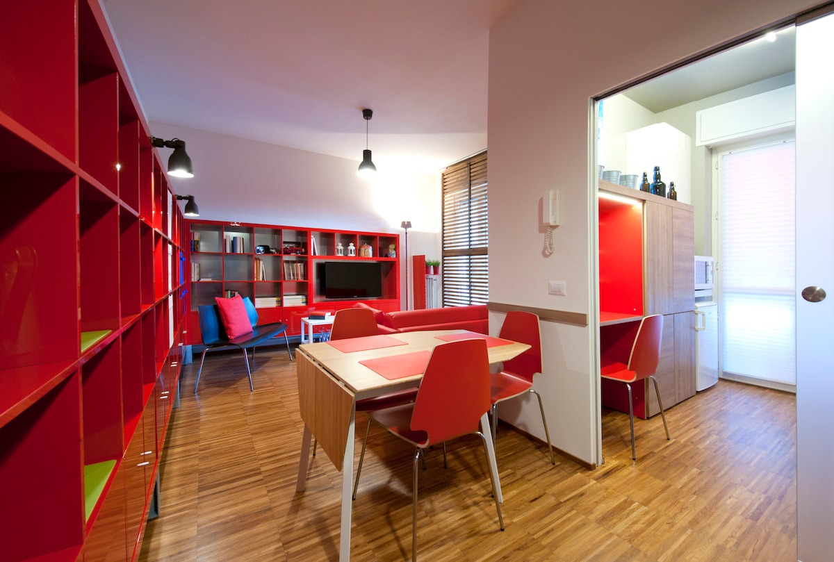 RED HOUSE IN MILAN