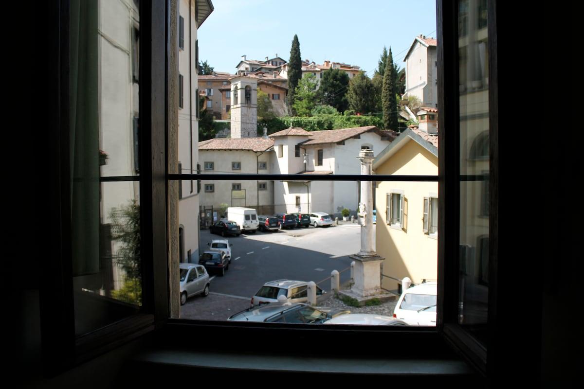 affittacamere CRISALIDE panorama sul piccolo vicolo s. lorenzo