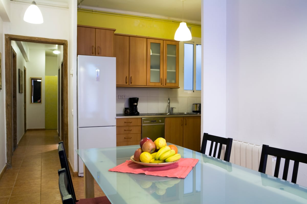 Shared fully equipped kitchen and dinning room
