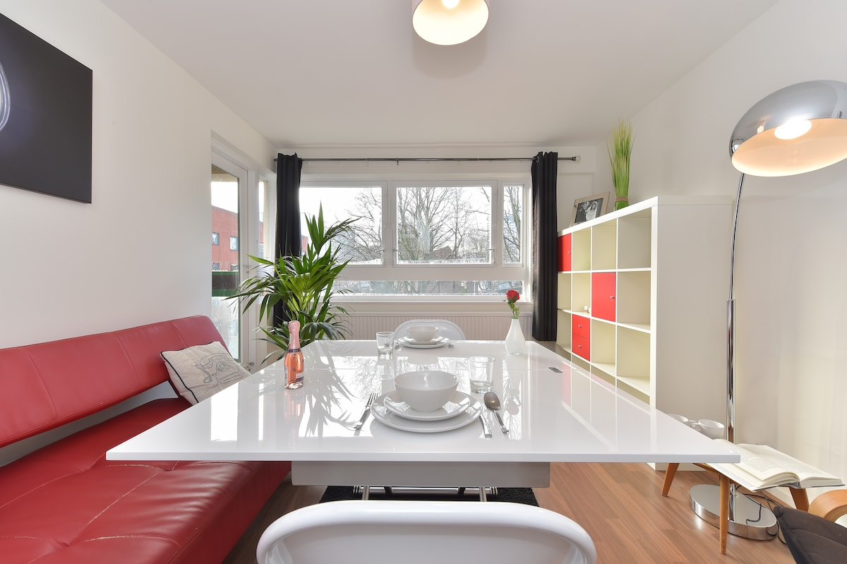 The coffee table rises and extends to become a fully fledged dining table (and there are 4 folding chairs)
