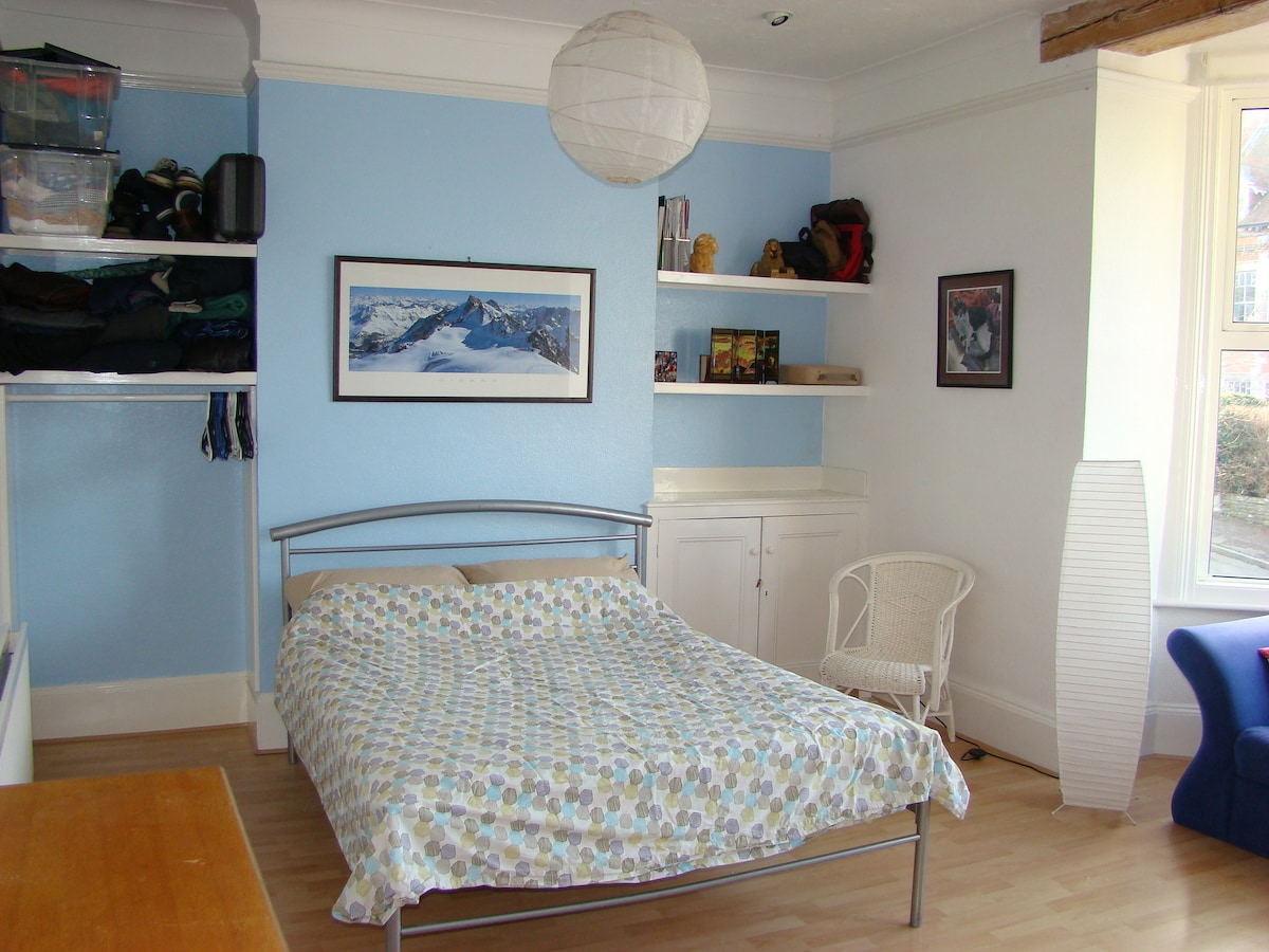 Spacious double room 300m from sea