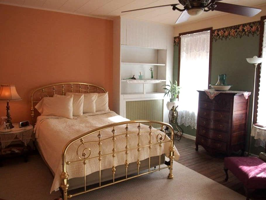 The Maid's Quarters B&B- Room 2 - Pottsville - Bed & Breakfast