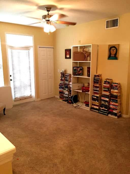 Cozy, quiet room right near the beach. - Bradenton - Apartamento