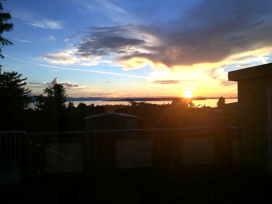 Private and Quiet Ocean View Suite in Westview - Powell River - Hus