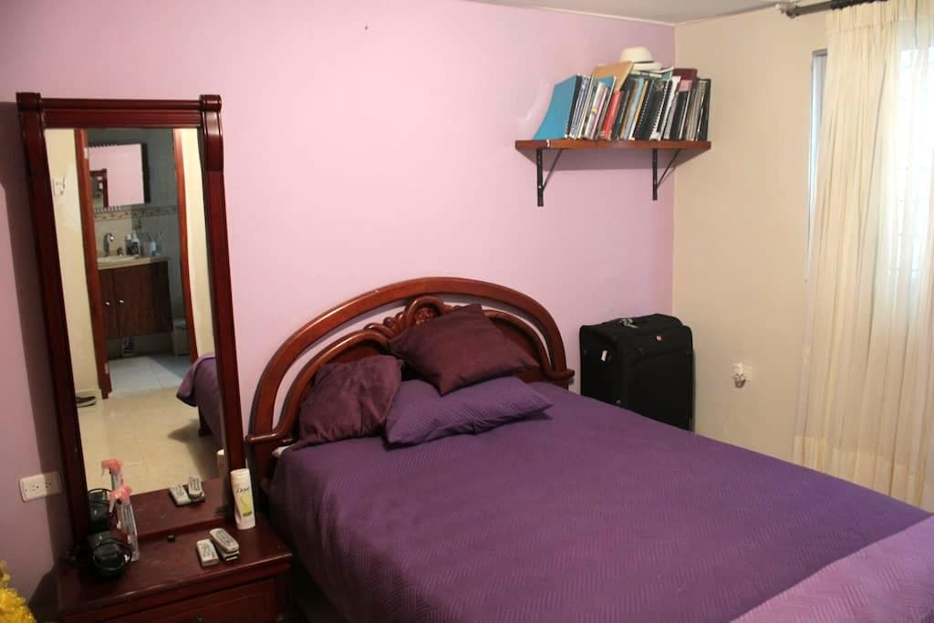Bedroom in family home - Barranquilla - House