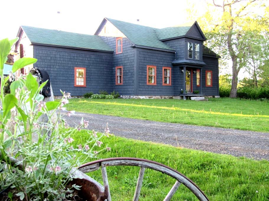 Bent Family Homestead - Granville Centre - Leilighet