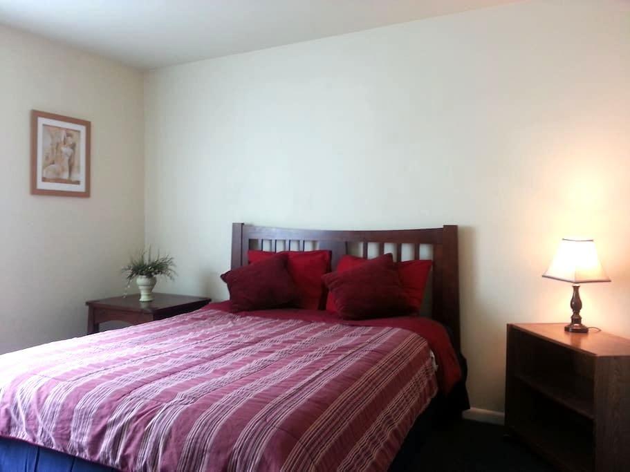 Large Private Bedroom Near National Harbor - Temple Hills - Apto. en complejo residencial