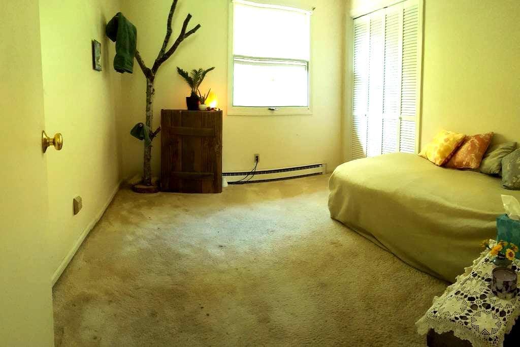 Peaceful Room located close to ASU - Boone - Casa