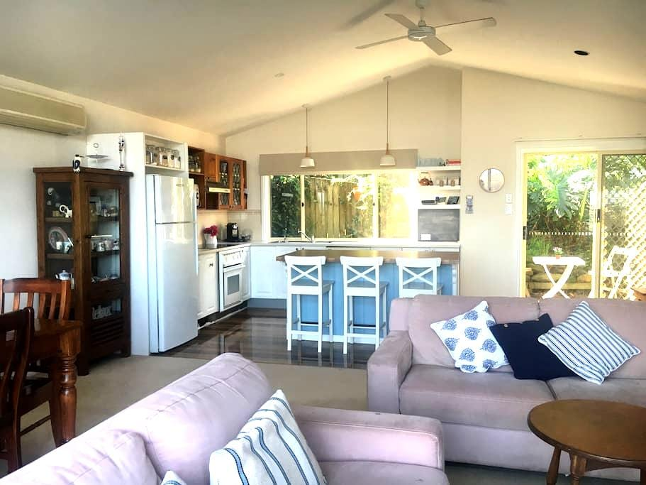 """Entire upstairs """"Hillview Haven"""" - Bateau Bay - House"""