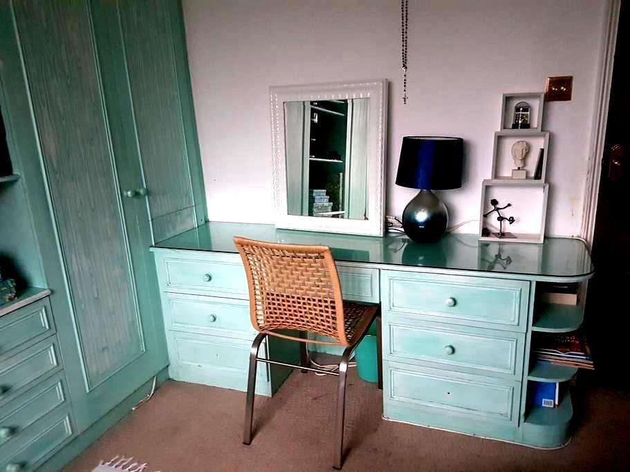 Bright double room in Bushey Heath. - Bushey - Hus