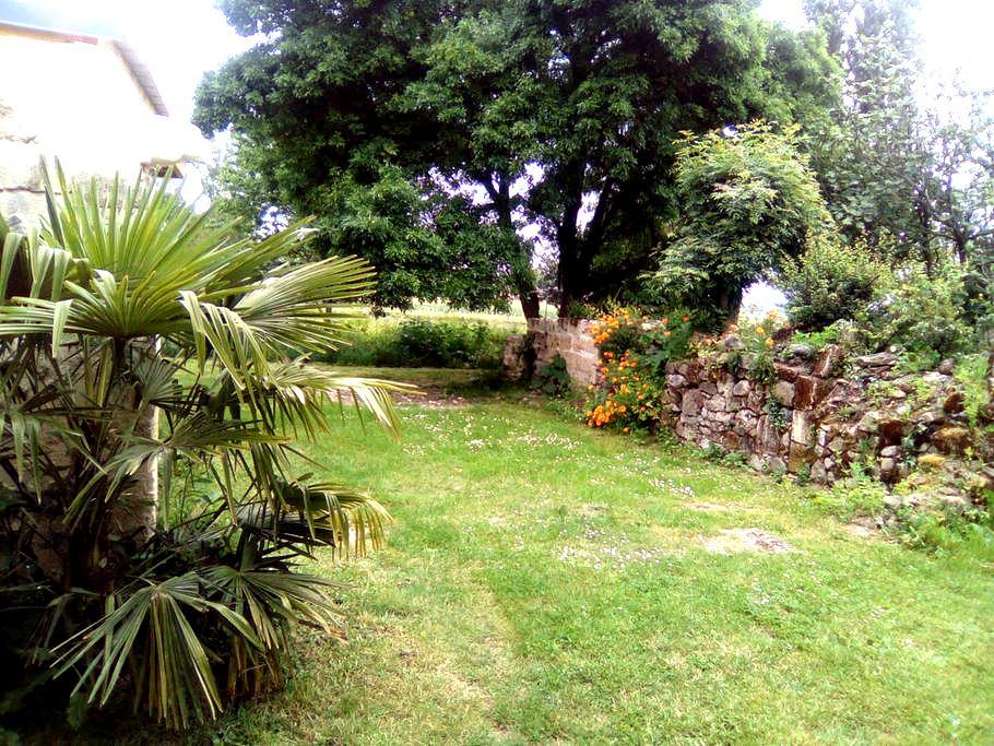 2 Chambres dans belle maison au calme - Moulon - House