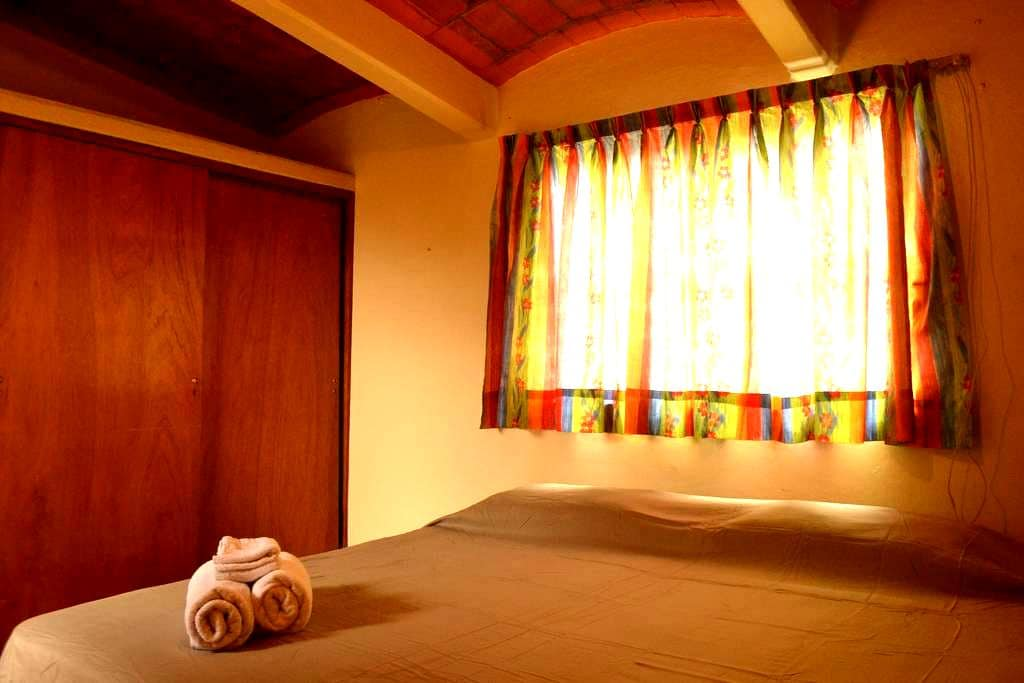 Sunny King Size Bedroom in Porfirio Díaz ave! - Oaxaca - Pension