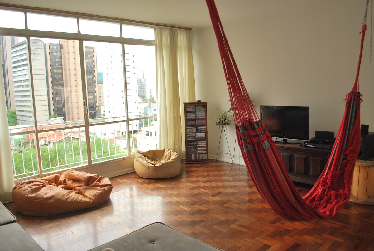Room in spacious apt in Pinheiros