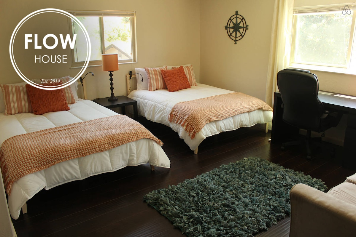 FLOWHOUSE: Monarch's Master Bedroom
